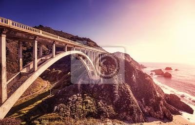 Rocznik tonujący obrazek Bixby zatoczki most przy zmierzchem, wybrzeże pacyfiku autostrada, Kalifornia, usa.