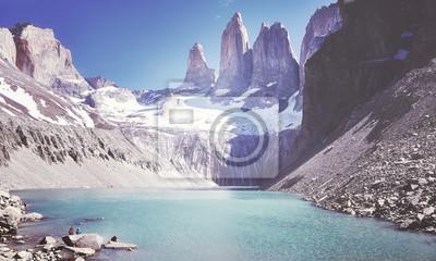 Rocznik tonujący obrazek Torres Del Paine pasmo górskie, Patagonia, Chile.