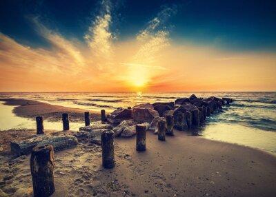 Rocznika zdjęcia z plaży o zachodzie słońca.