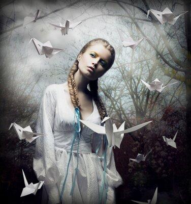 Obraz Romantic Blonde z Najechanie origami ptaków w upiorny las