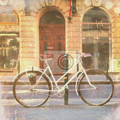 Rower z kwiatami na ulicy, archiwalne zdjęcia