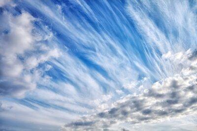 Różne typy chmur w słoneczny dzień niebo, naturalne tło cloudscape.