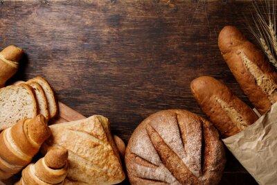 Obraz Różni chleb w rustykalnym ciemnym tle