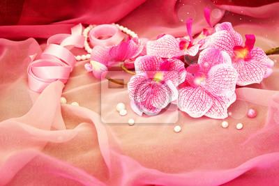Obraz Różowe storczyki, naszyjników oraz koraliki