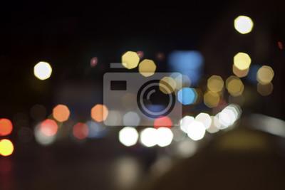 Ruch w nocy / rozmycie ruchu w nocy na moście. Nieostrość.