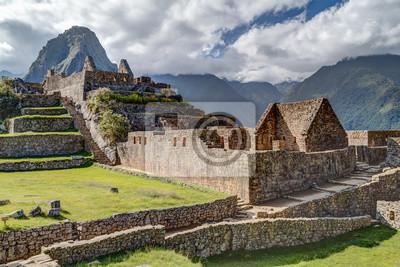 Ruiny starych budynków w Machu Picchu, miasta Inków w Peru