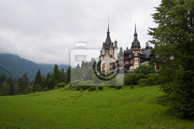 Rumuński zamek Peles Wsród Zieleni otaczającego parku