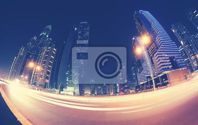 Rybie oko obiektywu d? Ugiego nara? Enia zniekszta? Cone zdj? Cie centrum Dubaju w nocy, stosowane do tonowania kolorów, Zjednoczone Emiraty Arabskie.