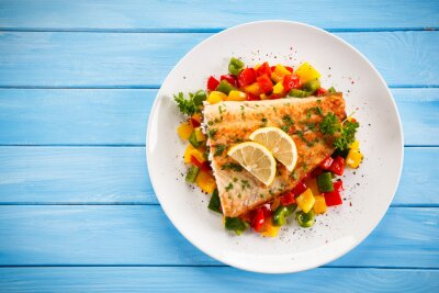 Obraz Ryby danie - smażony filet z ryby i warzywa