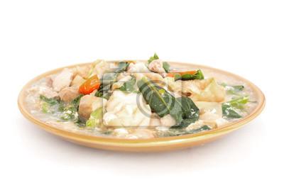 Ryż smażony makaron zwieńczone wieprzowina, takich ścieżek, izolowane
