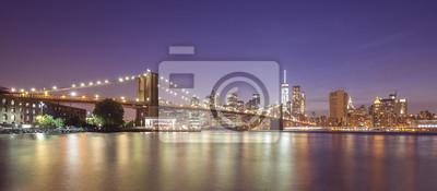 Rzeki Hudson i Manhattan nabrzeża w nocy, NYC, USA.