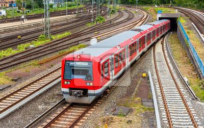 S-Bahn w Hamburgu dworca Hauptbahnhof - Niemcy