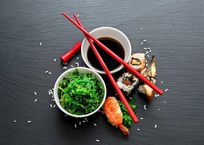 Obraz Sałatka z wodorostów i sushi