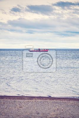 Samotny statek, kolor stonowanych obraz, Punta Arenas, Chile.