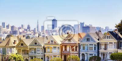 San Fransisco linia horyzontu z sławnymi Malującymi dama domami przy zmierzchem, Kalifornia, Stany Zjednoczone Ameryka.