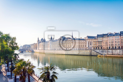 Scenery on the banks of the Seine in Paris
