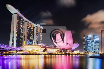 Scenic widok Marina Bay w mieście Singapur o zmierzchu