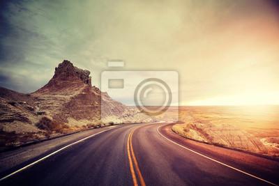 Sceniczna droga przy zmierzchem, koloru tonowanie stosować, Badlands park narodowy, usa