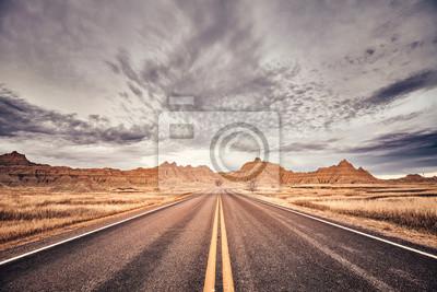 Sceniczna droga w Badlands parku narodowym, koloru stonowany obrazek, Południowa Dakota, usa.
