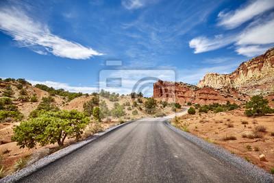 Sceniczna droga w Capitol rafy parku narodowym, usa.