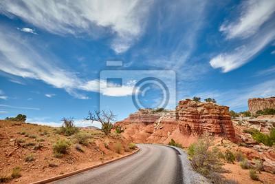 Sceniczna droga w Capitol rafy parku narodowym, Utah, usa.
