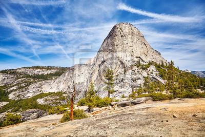 Sceniczny góra krajobraz w Yosemite parku narodowym, Kalifornia, usa.