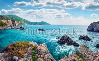 Obraz Sceniczny wiosna widok Limni plaża Glyko. Wspaniały poranny krajobraz Morza Jońskiego. Prześwietna plenerowa scena Korfu wyspa, Grecja, Europa. Piękno natury pojęcia tło.