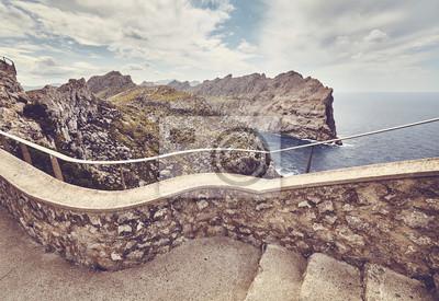 Schody do punktu widokowego Formentor Cape, kolor stonowanych obrazu, selektywne focus, Mallorca, Hiszpania.