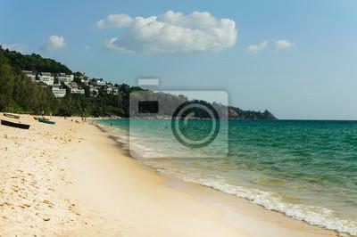Seascape na plaży Naiyang, Phuket Tajlandii.
