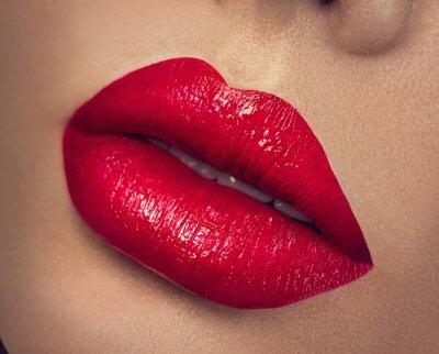 Obraz Seksowne usta. Piękno czerwone usta makijaż zbliżenie