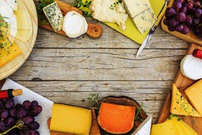 Obraz Sery - różne rodzaje sera na drewnianym tle