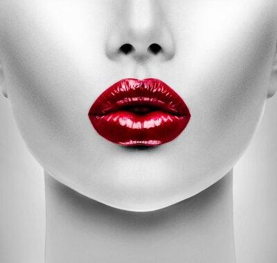 Obraz Sexy czerwone usta. Beauty Modelu zbliżenie twarzy kobiety