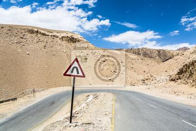 Sharp krzywej na drodze w Ladakh, Indie