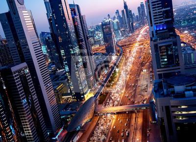Sheikh Zayed Road w czasie zachodu słońca, Dubaj, Zjednoczone Emiraty Arabskie