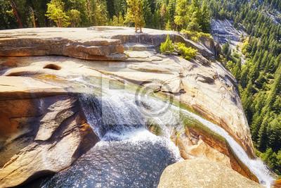 Siklawa w Yosemite parku narodowym, Kalifornia, usa.