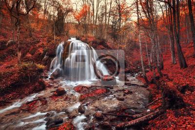 Silverstream Waterfall (Autumn forest na Krymie)