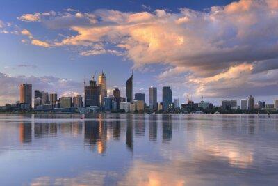 Obraz Skyline Perth w Australii przez rzekę Swan o zachodzie słońca