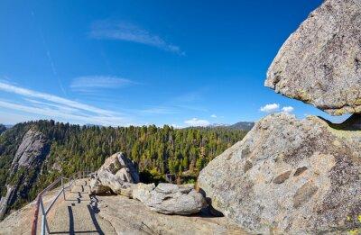Ślad i schody wierzchołek Moro skała, unikalna granitowa kopuły rockowa formacja w sekwoja parku narodowym, usa.