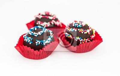 Słodki deser: ciasto czekoladowe, isoleted na białym tle