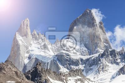 Słońce nad Fitz Roy Mountain, Patagonia w Argentynie.