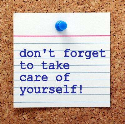 Obraz Słowa nie zapomnij, aby dbać o siebie na karcie przypięte do tablicy ogłoszeń korka jako przypomnienie opiekować naszego zdrowia psychicznego i fizycznego
