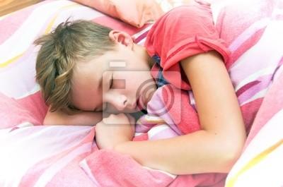Spanie chłopca