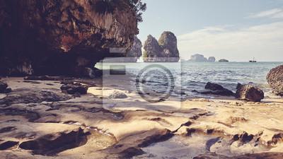 Spokojna zatoczka w prowinci Krabi, retro kolor tonował obrazek, Tajlandia.