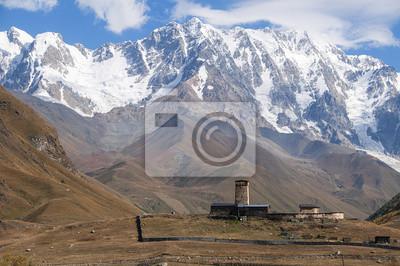 średniowieczna wieża na TLE kaukaskiego szczytu Szchara