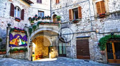 Średniowieczne miasto Asyż - urokliwe stare ulice. Włochy