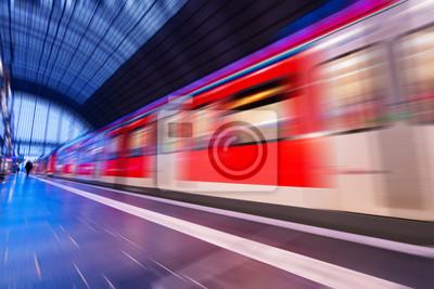Stacja przechodzi z pociągu