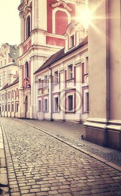 Stare Miasto w Poznaniu o wschodzie słońca, tonowanie w kolorze retro stosowane, Polska.