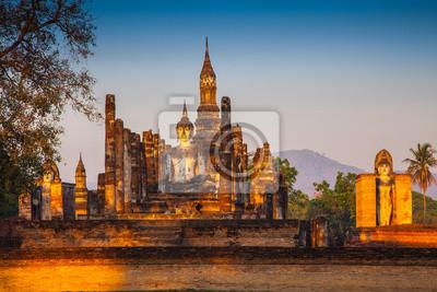 starożytna świątynia w Sukhothai zabytkowego parku prowincji Sukhothai
