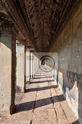 Starożytny korytarz w Angkor Wat