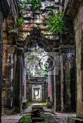 Starożytny korytarza w Angkor Wat